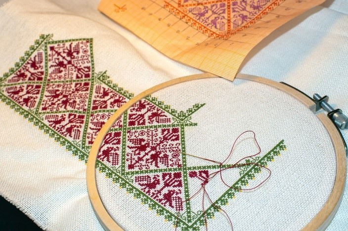 What is The Difference Between Cross Stitch and Embroidery?